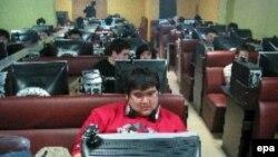 Интернет-бар в Китае. В Китае уже более 111 миллионов пользователей интернета