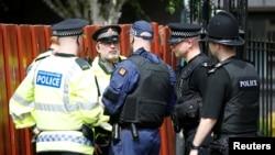 Манчестер көшесінде тұрған полицейлер. 25 мамыр 2017 жыл.