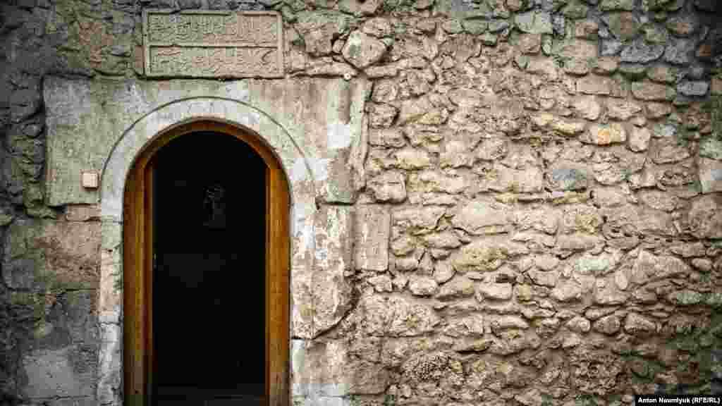 Вхід у лазні палацу