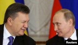 Президенти України і Росії, Віктор Янукович (ліворуч) і Володимир Путін. Москва, Кремль, 17 грудня 2013 року