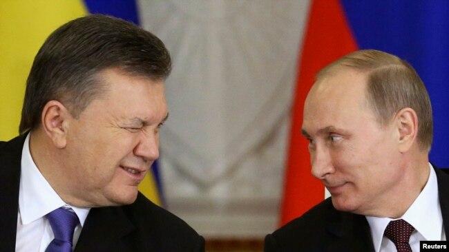 Президент Украины Виктор Янукович и президент России Владимир Путин после заседания российско-украинской межгосударственной комиссии в Кремле. Москва, 17 декабря 2013 года