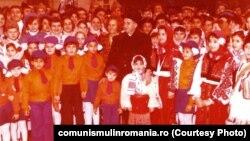 Ceaușescu dădea bani de la buget pentru serbarea Anului Nou. Nu cerea în schimb decât recunoștință. Tot anul. Așa cum văzuse în Coreea de Nord. Sursa: comunismulinromania.ro