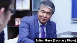 Кыргыз Эл жазуучусу Султан Раев.