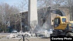 Узбекистан. Сносят памятник советскому солдату
