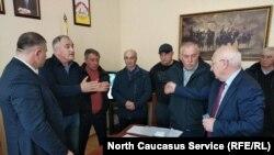 Жители поселка Нижняя Саниба обратились к министру государственного имущества и земельных отношений Руслану Тедееву
