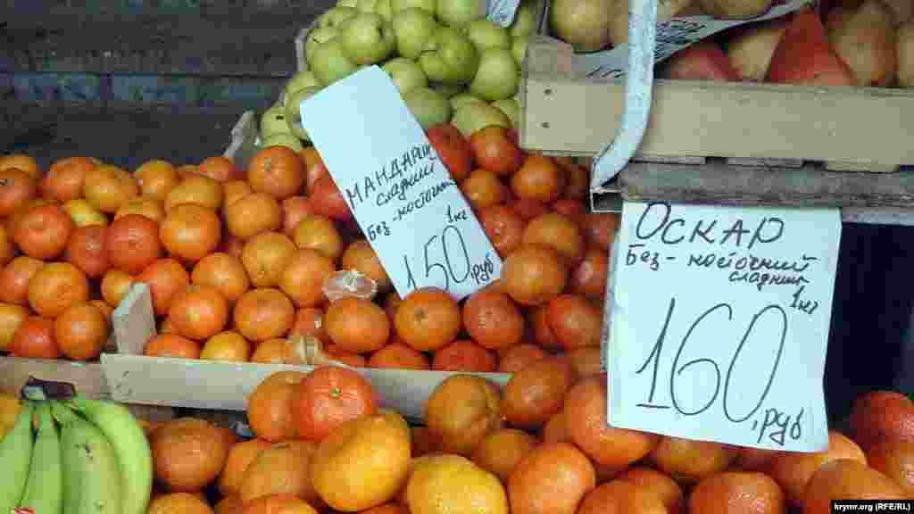 Aqmescit çarşılarında mandarinlerniñ fiyatı eki qat arttı. Rusiye Türkiyege qarşı cezalarnı kirsetti, 2015 senesi noyabr 29 künü