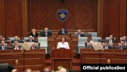 Косовската претседателка Атифете Јахјага во обраќањето пред Парламентот.