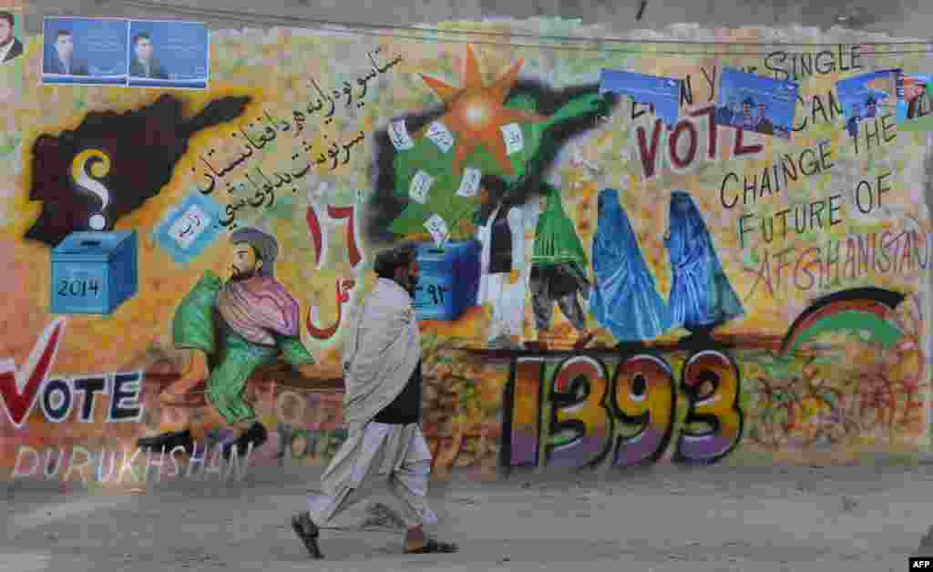 A man walks past an election-themed mural in Kandahar, Afghanistan. (AFP/Banaras Khan)