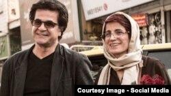 جعفر پناهی در کنار نسرین ستوده، دو تن از امضاکنندگان بیانیه