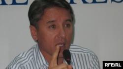 Председатель партии «Азат» Болат Абилов.