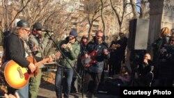 Уличный концерт Гребенщикова в Нью-Йорке