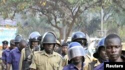 Ugandan policemen arrive at the scene of the July 11 bomb blast in Kampala