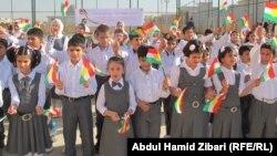 طلاب وطالبات في مدرسة بأربيل