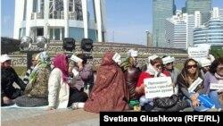Аштық жариялаған борышкерлер. Астана, 27 мамыр 2013 жыл.