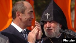 Armenia -- President Robert Kocharian and Catholicos Garegin II attend an official celebration in Yerevan, September 21, 2006.