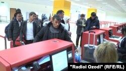 Номнависӣ барои парвоз ба Маскав дар фурудгоҳи Душанбе