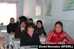 Қырғызстан мектебіндегі жоғарғы сынып оқушылары. (Көрнекі сурет)