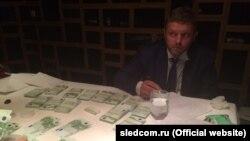 Никита Белых во время задержания
