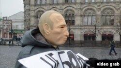 Роман Рословцев в маске Путина