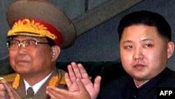Ким Чен Ын (справа), сын и преемник лидера КНДР Ким Чен Ира
