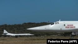 Rusiyanın Venesuelaya göndərdiyi Tupolev Tu-160 təyyarələri