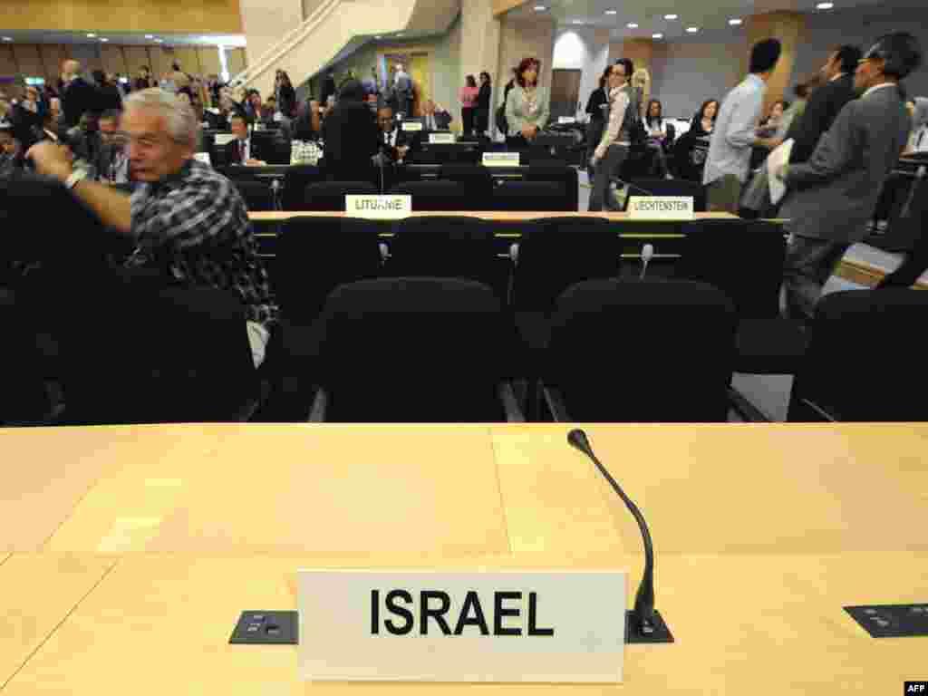 США, Канада, Нидерланды, Италия, Германия, Австралия, Новая Зеландия и Израиль отказались участвовать в конференции ООН по борьбе с расизмом в связи с тем, что в проекте итогового коммюнике к расизму приравнен сионизм