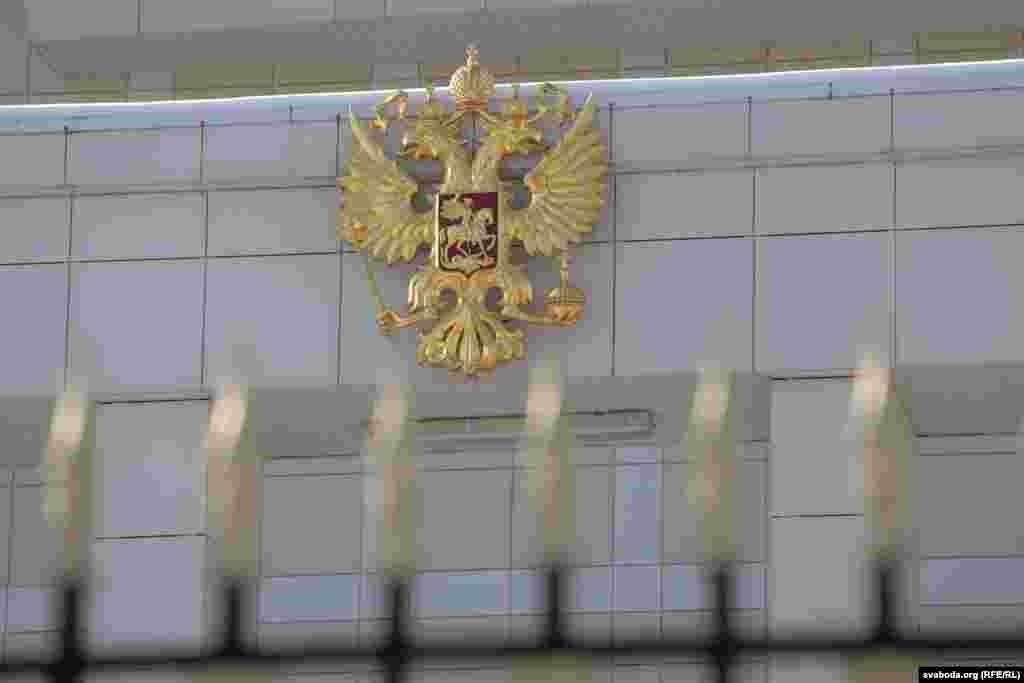 На мінулым тыдні мэр Масквы Сяргей Сабянін пагадзіўся на ўсталёўку памятнай дошкі Барысу Нямцову «пры ўмове згоды жыхароў дому»