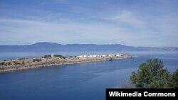Hrvatska očekuje da će 1. siječnja sljedeće godine pustiti u rad plutajući terminal za ukapljeni plin u Omišlju na Krku, kojeg je Europska unija bespovratno financirala sa 101,4 milijuna eura