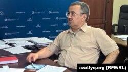 Исполняющий обязанности директора палаты предпринимателей города Алматы Юрий Тлеумуратов во время онлайн-конференции Азаттыка. Алматы, 15 августа 2015 года.