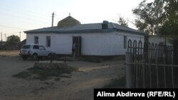 Шұбарши ауылындағы мешіт. Ақтөбе облысы, 1 шілде 2011 жыл