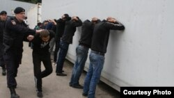 După un raid al poliţiei ruse prin pieţele din Moscova