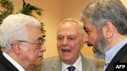 """Американские законодатели осудили союз Аббаса (слева) и """"Хамаса"""" (справа - лидер организации Халед Машаль)"""