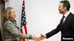 Хілары Клінтан сустракаецца з генэральным сакратаром НАТА Андэрсам Фог Расмусанам