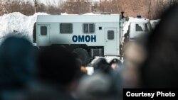 Полиция дежурит у миграционного центра