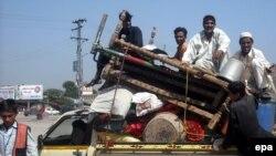 Civili bježe iz Pakistana nakon početka akcije pakistanske vojske protiv Talibana