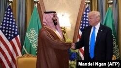 Donald Trump (sağda) və Mohammad bin Salman al-Saud Ər-Riyadda görüş zamanı, 20 may, 2017-ci il