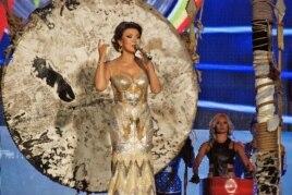 Дарига Назарбаева выступает на сцене фестиваля