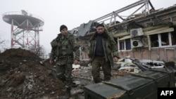 Донецк әуежайы аумағында жүрген украин сарбаздары. Желтоқсан 2014 жыл.