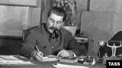 İ.Stalin