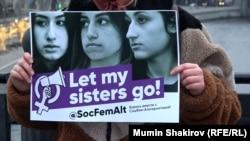 Акция в поддержку сестер Хачатурян