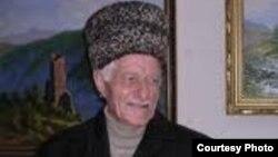 Chechen writer Abuzar Aydamirov.