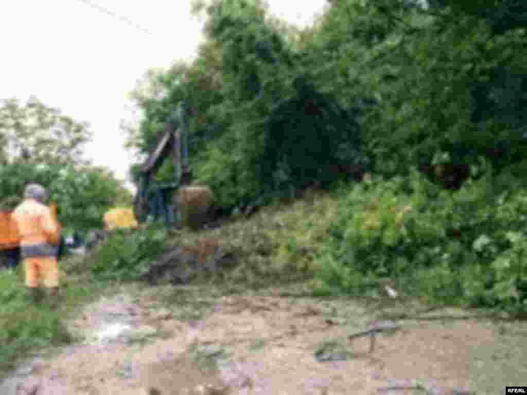 Bosna i Hercegovina, Tuzlanski kanton pod vodom, fotografije: Maja Nikolić - Kiša koja ne prestaje padati, u Tuzlanskom kantonu prouzročila je brojne neprilike. U gotovo svim općinama proglašeno je stanje elementarne nepogode. Poplave su ugrozile snadbjevanje vodom, a poljoprivredni usjevi su gotovo u potpunosti uništeni