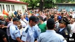 Протест пред Општина Центар во Скопје. 06 јуни 2013.