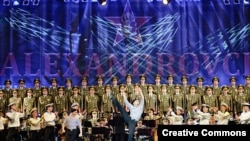 Выступление ансамбля песни и пляски имени Александрова.