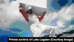 Performans u kojem je Luka Lagator nosio kamen do Lovćena