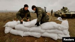 Ukrainian soldiers fortify a position with sandbags at a Ukrainian Army military camp set up close to the Russian border in east Ukraine on March 20.