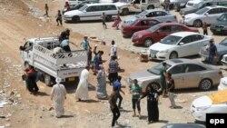 Люди втікають із Мосула після захоплення міста бойовиками, 11 червня 2014 року