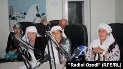 Занони фархорӣ дар Дафтари Радиои Озодӣ дар Душанбе. Акс аз бойгонӣ.
