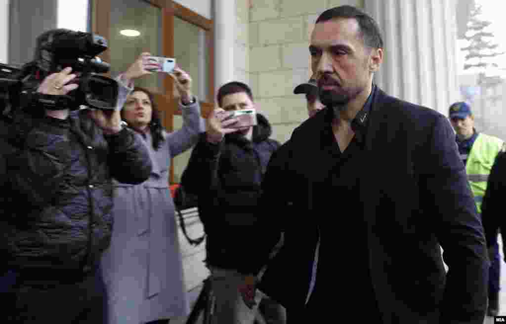 СЕВЕРНА МАКЕДОНИЈА - Зоран Милески Кически, од денеска е во Казнено поправниот дом во Струга на отслужување на правосилната затворска казна од три години на која е осуден во случајот Рекет.