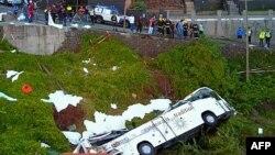Попавший в аварию автобус на острое Мадейра, 17 апреля 2019 г.